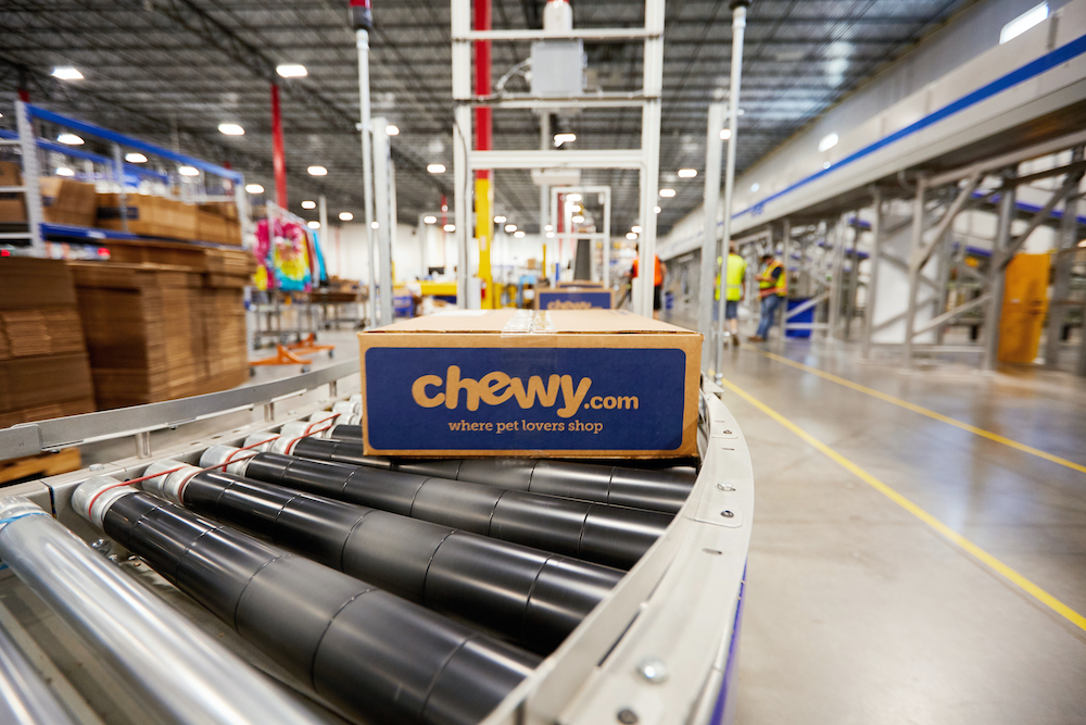 supplychaindive-chewy-automated-fulfilment-warehouse-goods